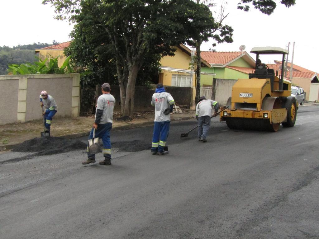 foto de Serra Negra: Recapeamento na Vila Dirce é iniciado
