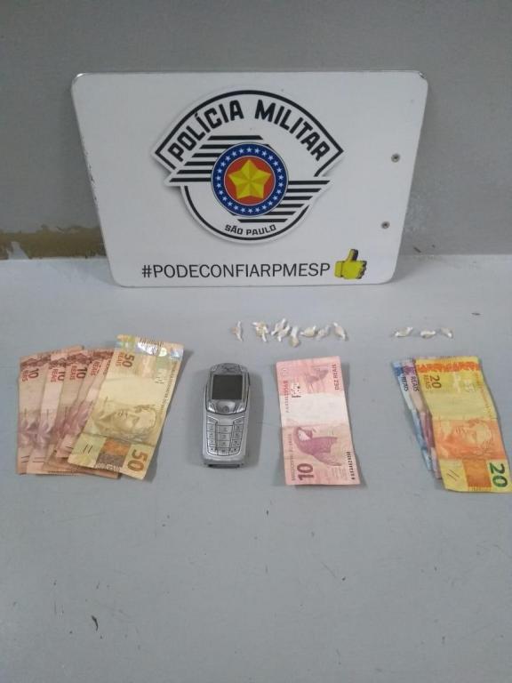 foto de Dois traficantes presos com drogas e dinheiro