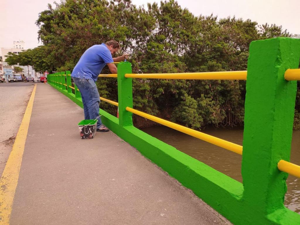foto de Prefeitura manda pintar ponte de verde e amarelo