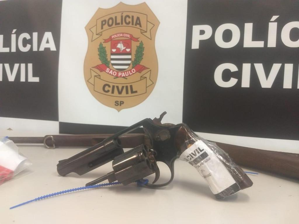 foto de Saco com armas de fogo encontradas em sítio