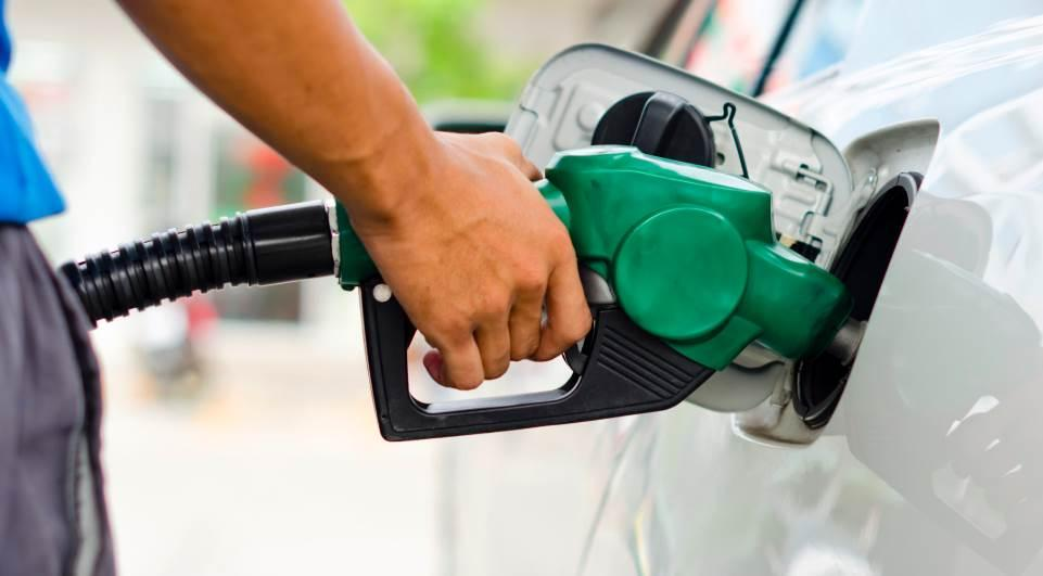 foto de Preço médio do litro da gasolina em Amparo cai 14,58%  neste ano
