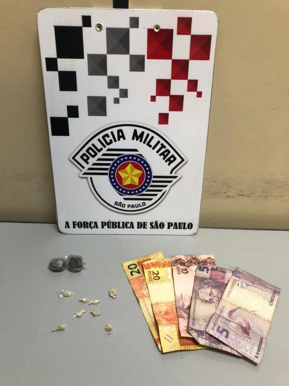 foto de Flagrado com droga e dinheiro no São Dimas