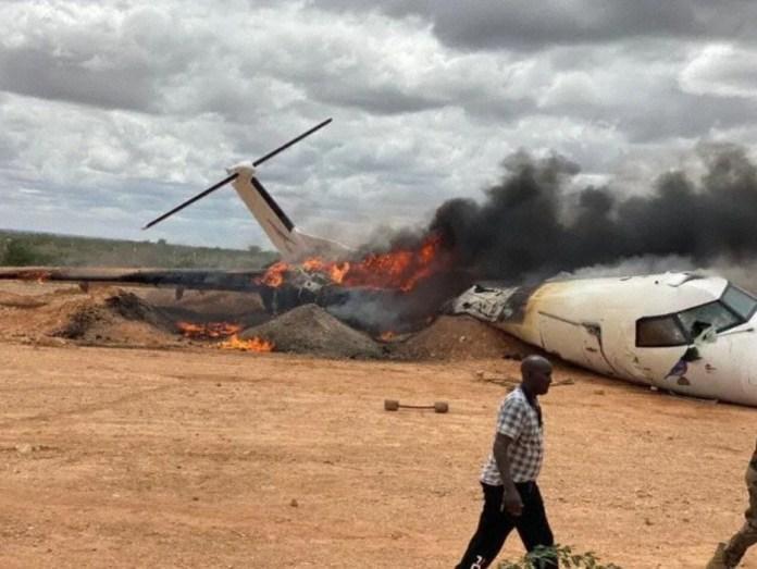 foto de Asno atravessa pista causa grave acidente com avião Dash 8 no pouso