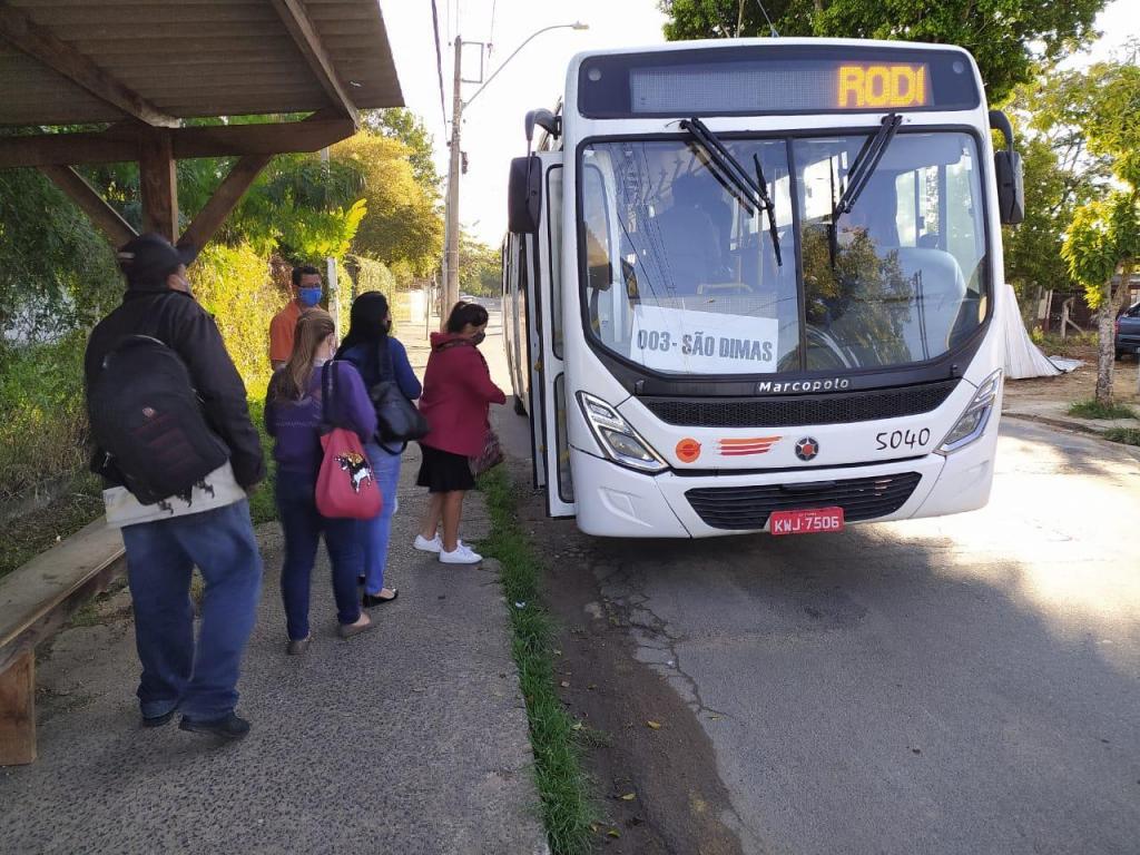foto de Passageiros reclamam de falta de ônibus no Jardim São Dimas