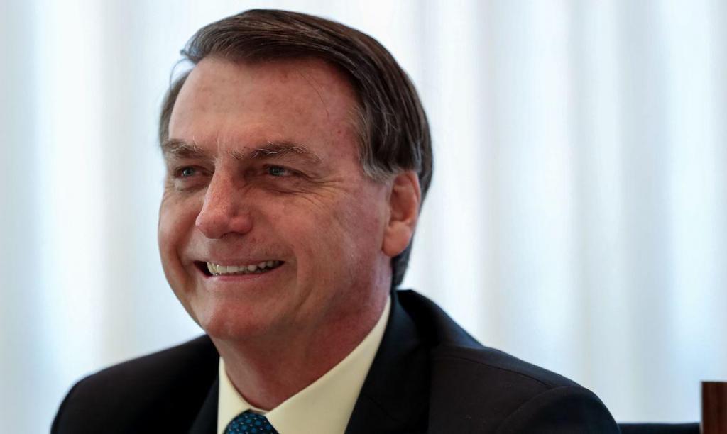 foto de Bolsonaro sanciona lei sobre validade indeterminada de receitas