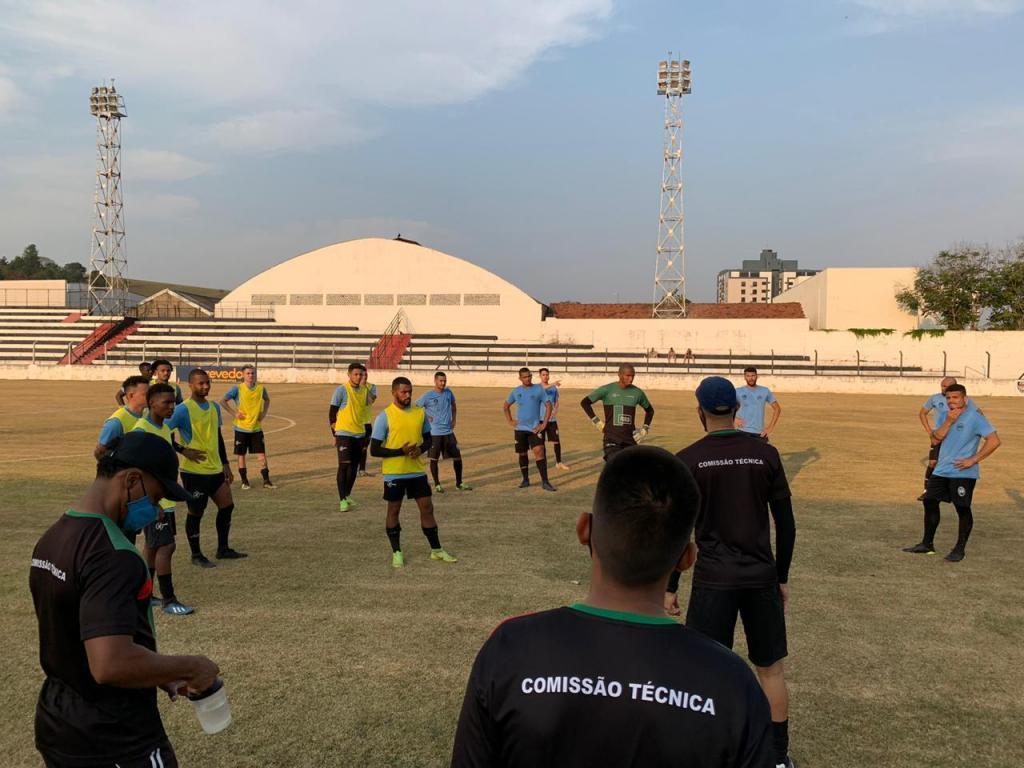foto de Equipe profissional do Amparo Athlético Club de volta aos treinamentos para a disputa Campeonato Paulista de Futebol – Segunda Divisão