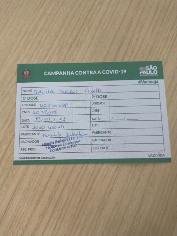 foto de Adrielle Cazotti é a primeira amparense a receber a vacina Coronavac