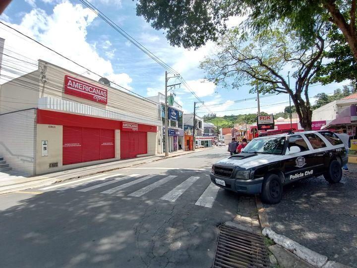 foto de Bandidos invadem loja no centro de Pedreira