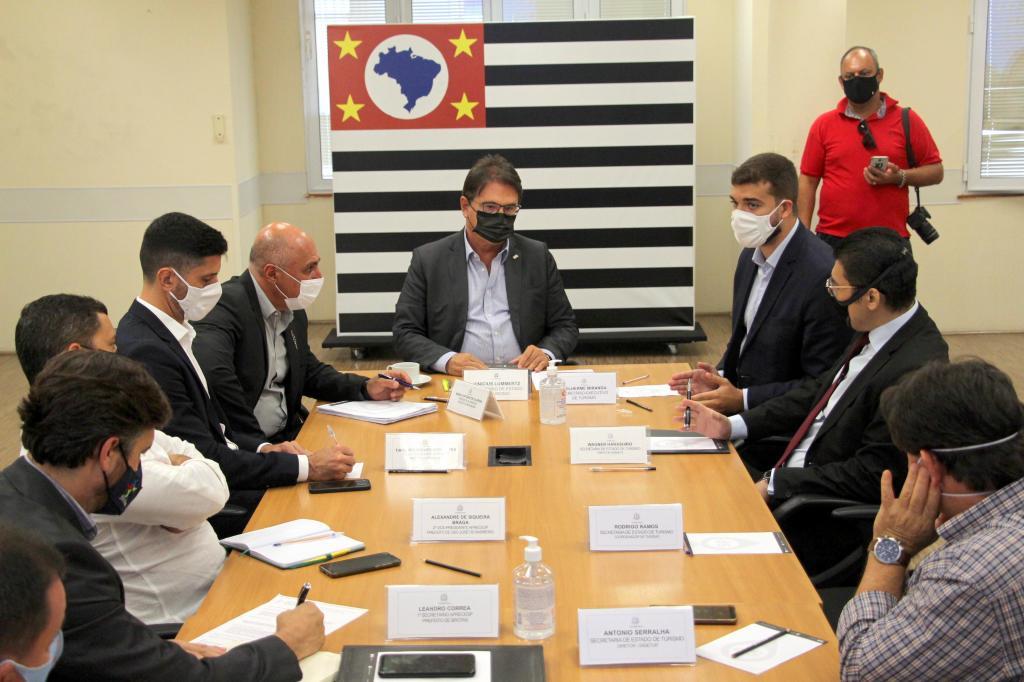 foto de Aprecesp é recebida na Secretaria de Turismo do Estado de São Paulo