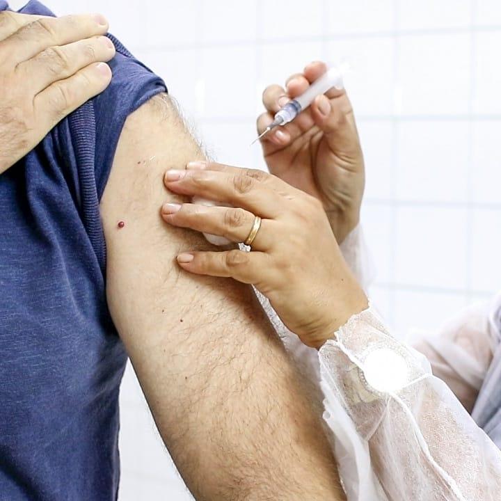 foto de Amparo inicia a vacinação contra a Covid-19 de idosos entre 80 a 84 anos