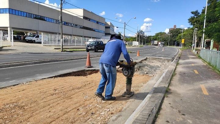 foto de Prefeitura de Amparo realiza obra na Avenida Carlos Burgos