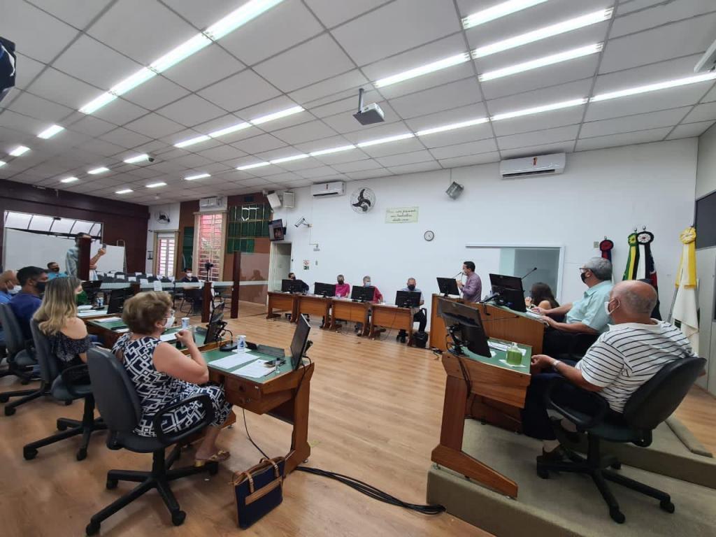 foto de Carlos Alberto pede redução dos salários do prefeito, secretários e assessores