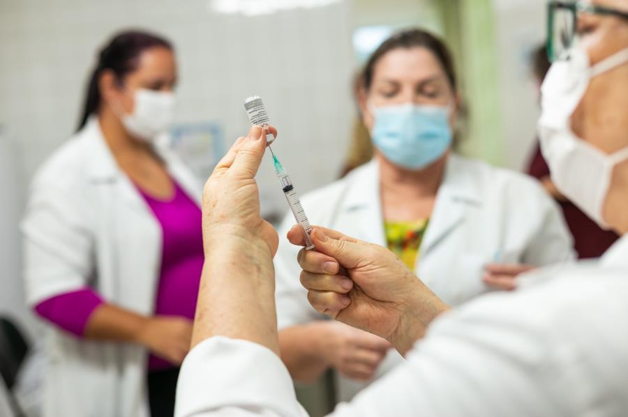 foto de Vacinação de pessoas com 64 anos começa hoje em Amparo