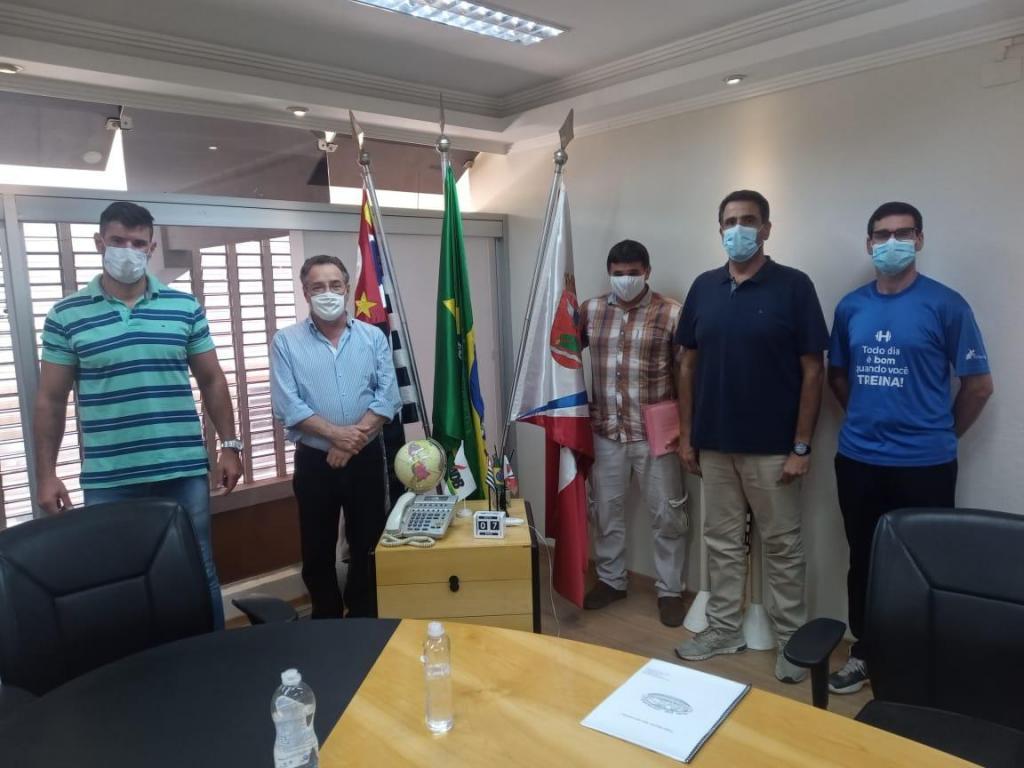 foto de Secretários se reúnem com Mestre Cobra Verde e estudam projeto de Capoeira na cidade