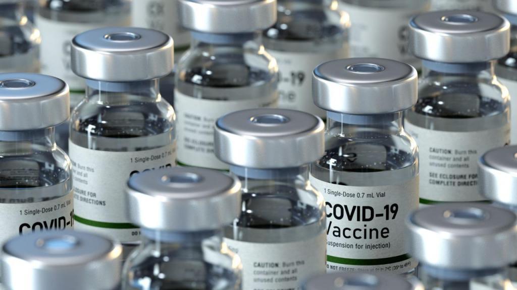 foto de Após analise Anvisa libera vacinas contra Covid-19 para pessoas de 64 anos