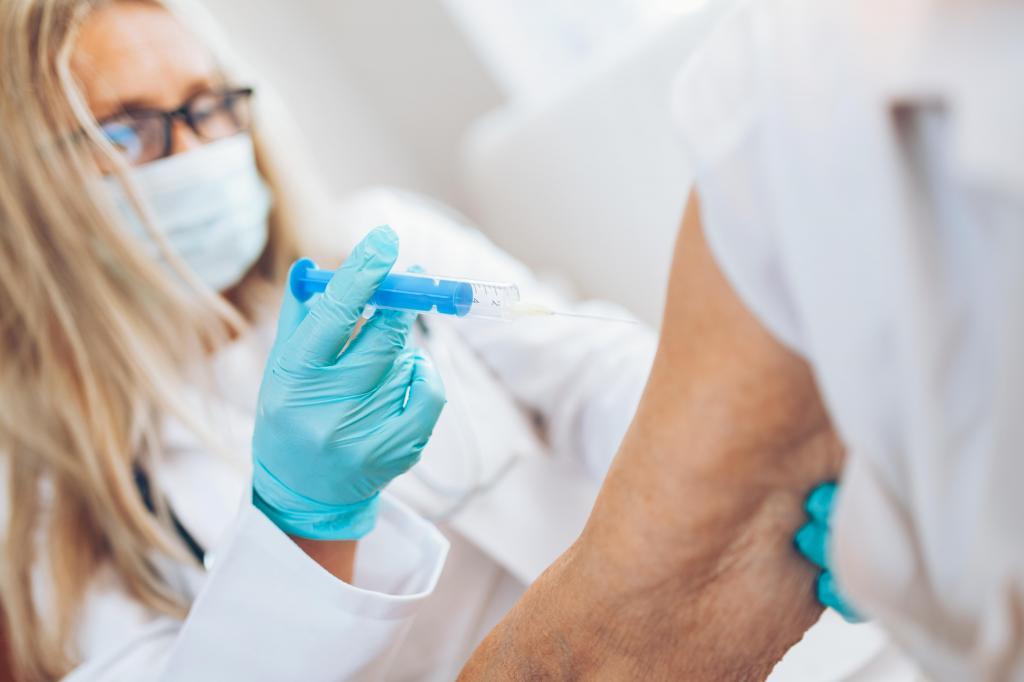 foto de Idosos com mais de 60 anos e professores já podem ser vacinados contra gripe em Amparo