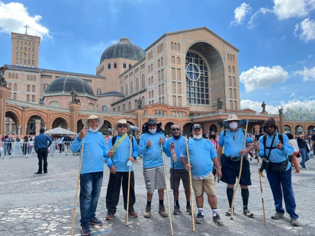 foto de Peregrinos de Amparo caminham até Santuário de Nossa Senhora