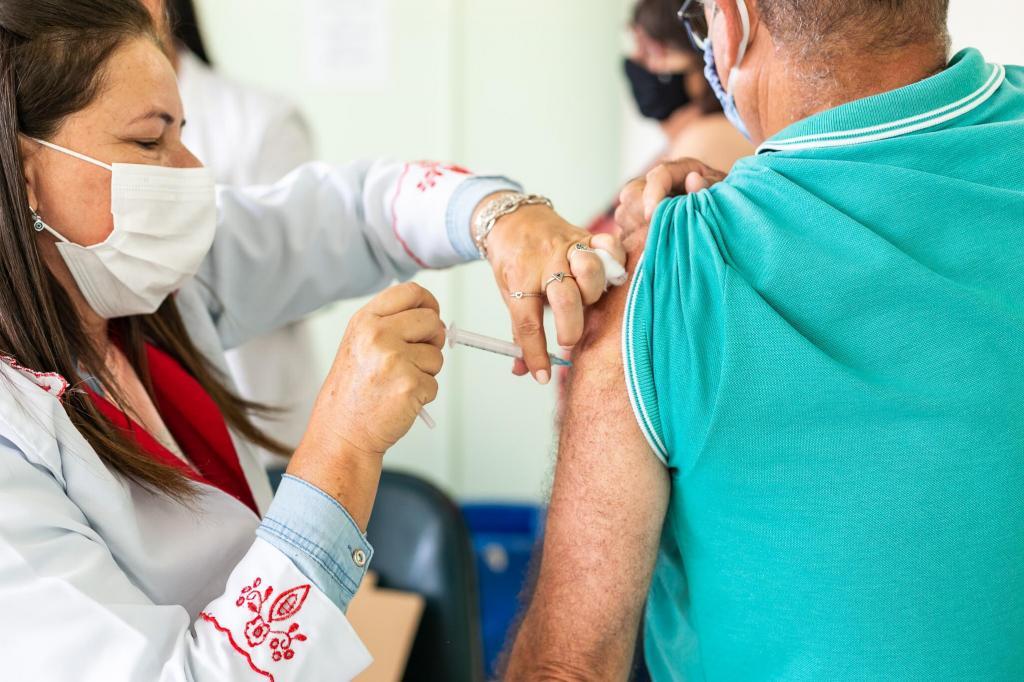 foto de Amparo inicia na quarta-feira, dia 12, vacinação contra a Covid-19 com dia e hora marcada para grupos com comorbidades e deficiência permanente