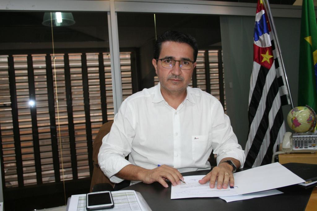 foto de Carlos Alberto anuncia pedido de demissão do secretário de Saúde e exoneração de Scabora