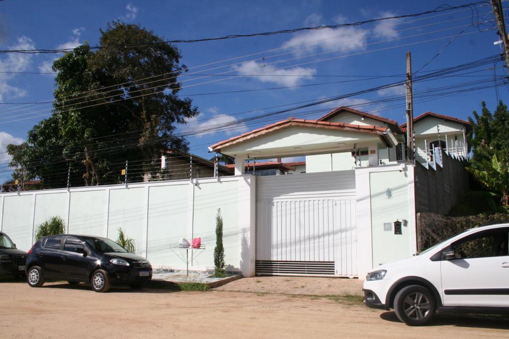 foto de Casa do prefeito Carlos Alberto é alvo de bombas na madrugada