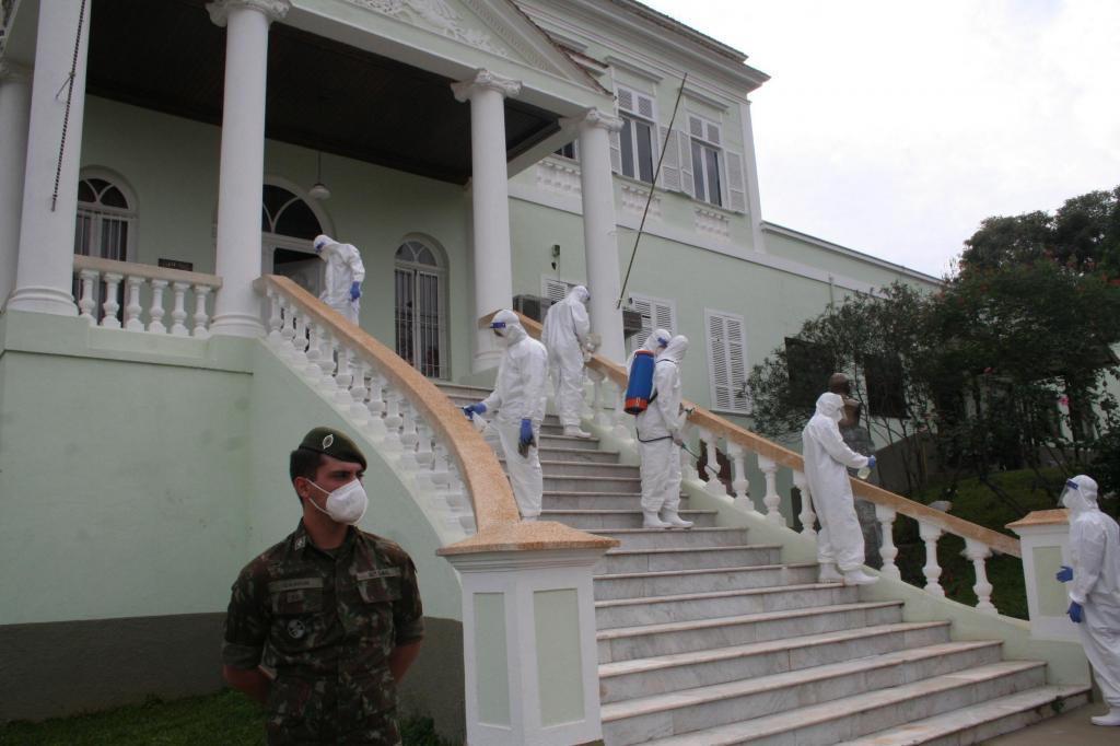 foto de 12º GAC realizou desinfeção de vários locais em Amparo