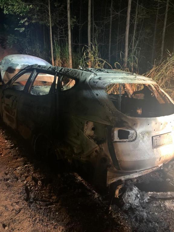 foto de Veículo furtado é queimado e localizado pela GCM