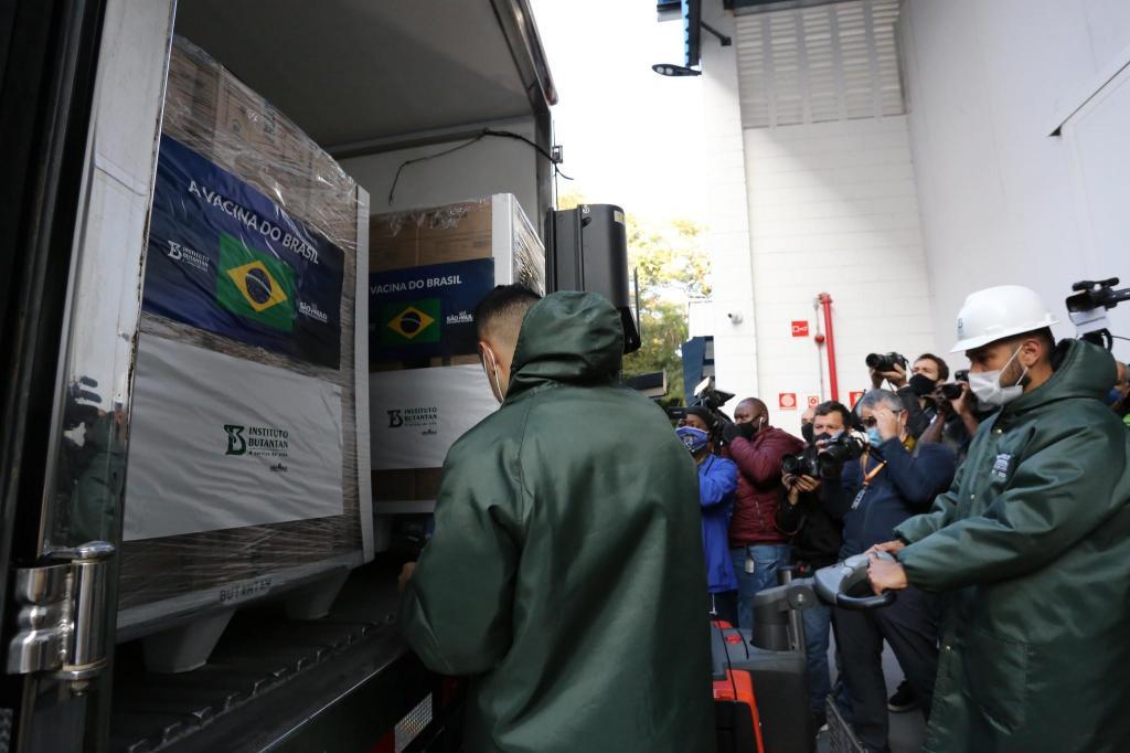 foto de SP entrega mais 1 milhão de doses da vacina do Butantan aos brasileiros