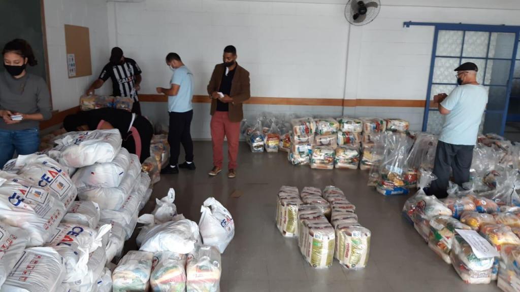 foto de Amparo em Ação Solidária doa mais de 300 cestas básicas