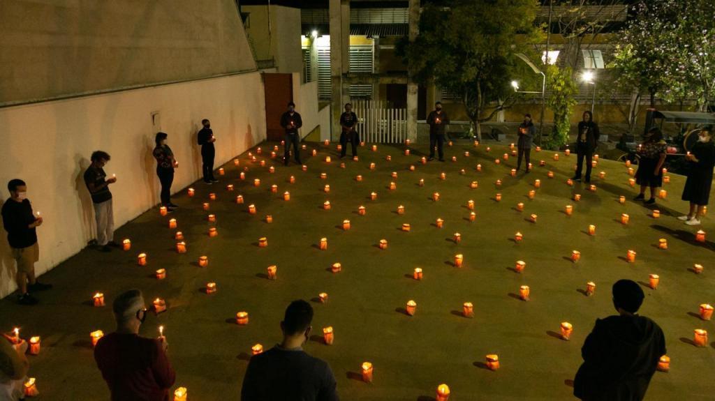 foto de Memorial montado para homenagear vítimas da Covid-19 em Amparo