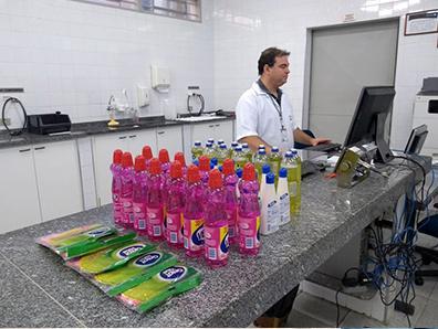 """foto de """"Operação Casa Limpa"""" do Ipem-SP detecta erros em 33% dos produtos de limpeza examinados em laboratório"""