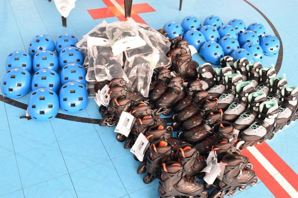 foto de Projeto de hockey da Rousselot recebe uniformes e materiais esportivos