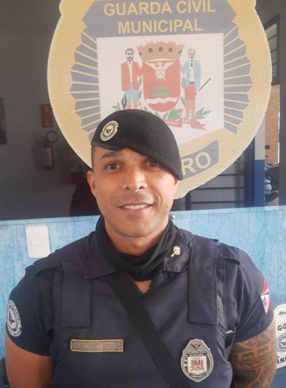 foto de GCM João Francisco dos Santos recebe congratulações do comando da Corporação