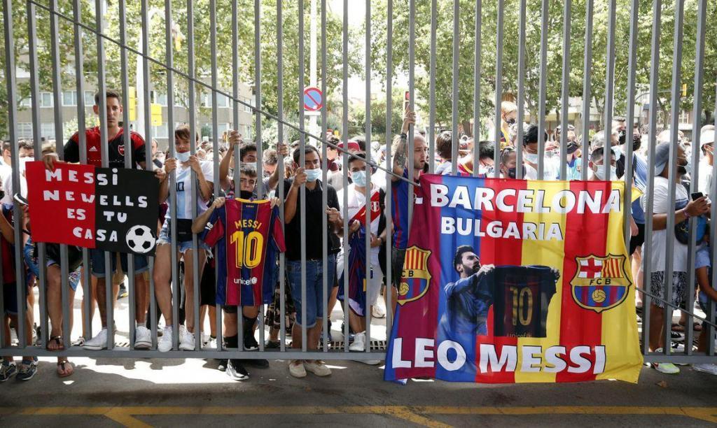 foto de Torcedores do Barcelona ficam arrasados com saída de Messi