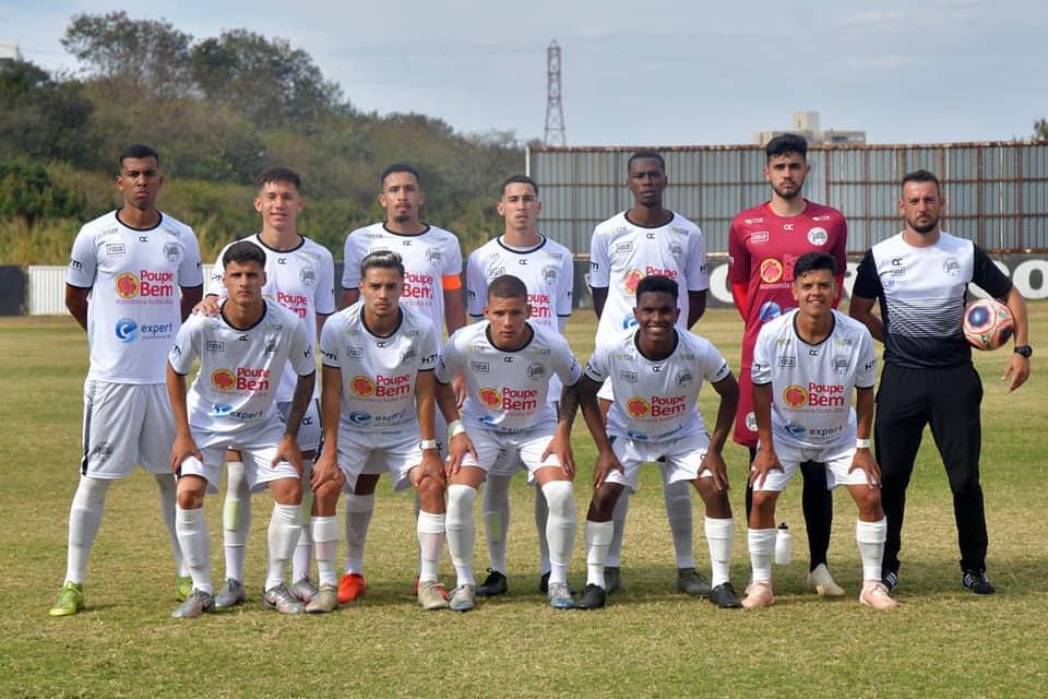 foto de Depois de perder primeiro jogo, Amparo estreia em casa contra Ponte Preta