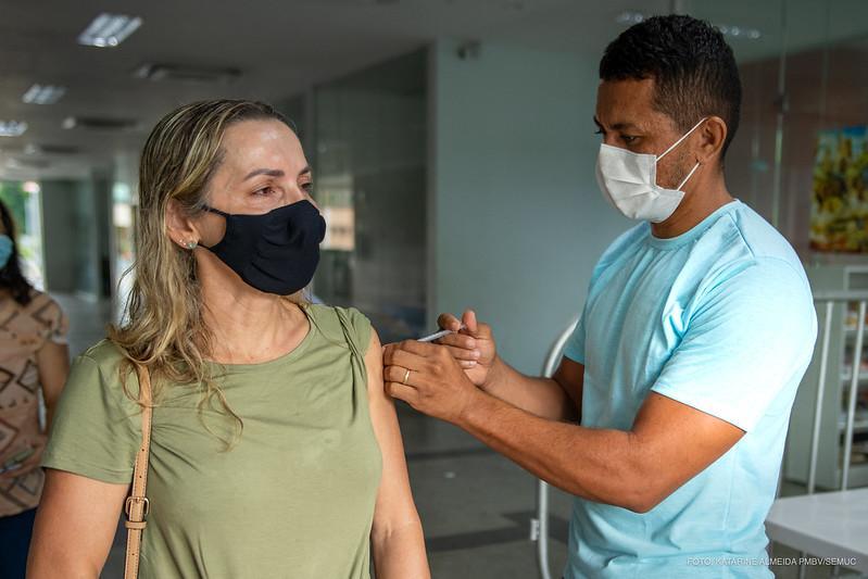 foto de 96% dos profissionais da rede estadual de ensino de SP já receberam imunização contra Covid-19