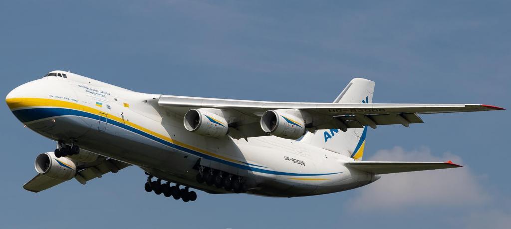 foto de Um dos maiores aviões do mundo, o Antonov AN-124, deve sobrevoar a região hoje a noite e tem como carga dois helicópteros