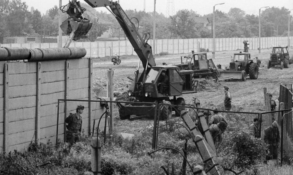foto de Há 60 anos era erguido o Muro de Berlim, símbolo da Guerra Fria