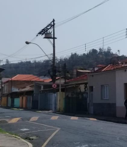 foto de Queda de travessa instalada em poste pode ter causado a falta de energia elétrica em Amparo hoje