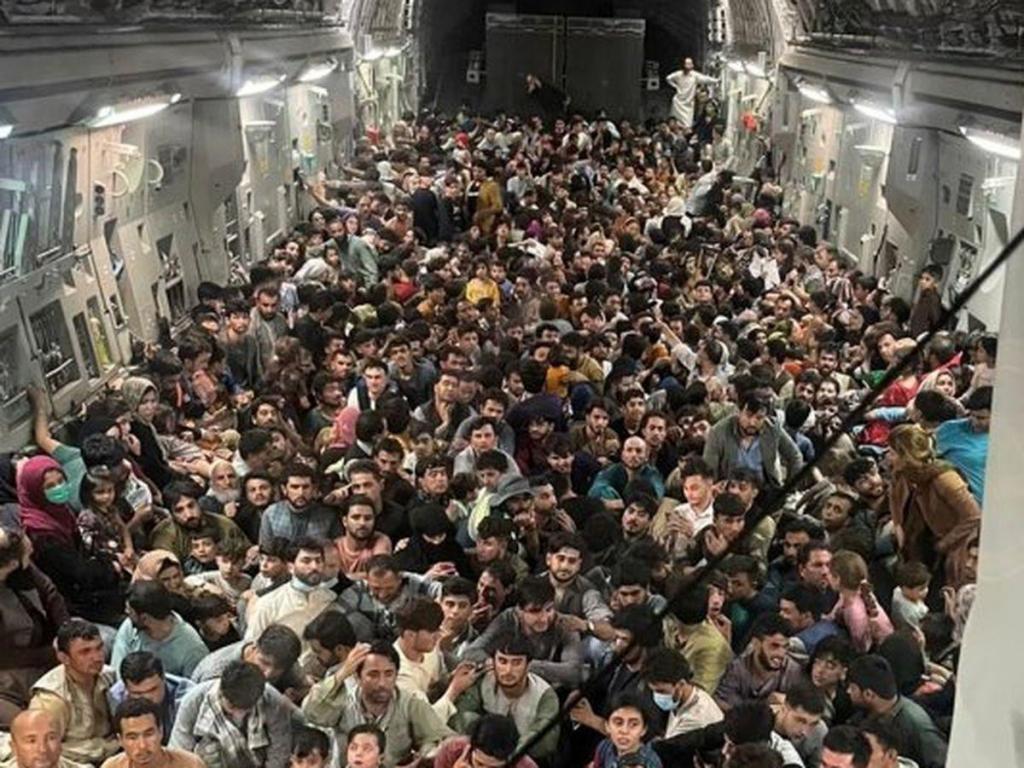 foto de Fuga do Afeganistão: Como um avião para 134 pessoas conseguiu voar com 823?