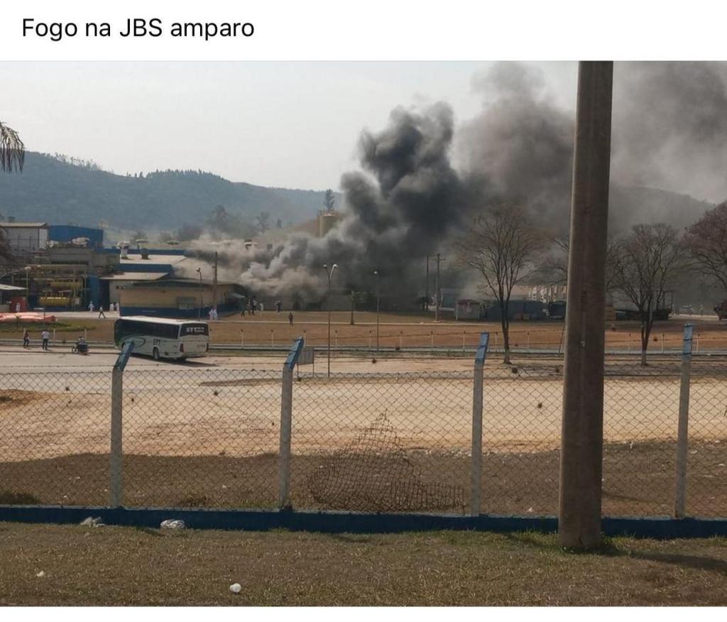 foto de Bombeiros são acionados para apagar incêndio na JBS - Unidade Amparo