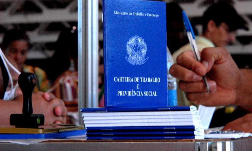 foto de PAT Amparo conta com 69 vagas de emprego. Confira as vagas oferecidas
