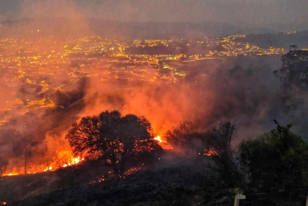 foto de Operação conjunta trabalha para conter incêndio no Parque Flamboyant