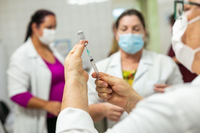 foto de Amparo vai aplicar em idosos terceira dose da vacina contra Covid-19