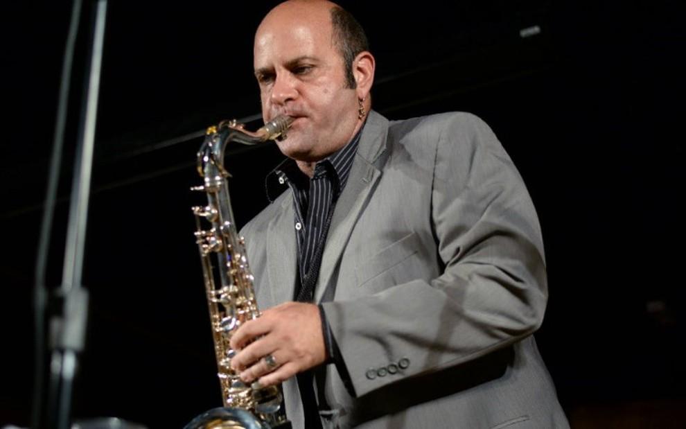 foto de Ex-músico do Programa do Jô se apresenta em \