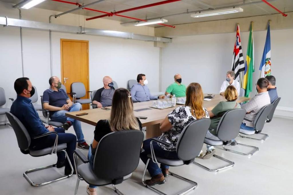 foto de Amparo busca informações sobre projetos desenvolvidos em Salto