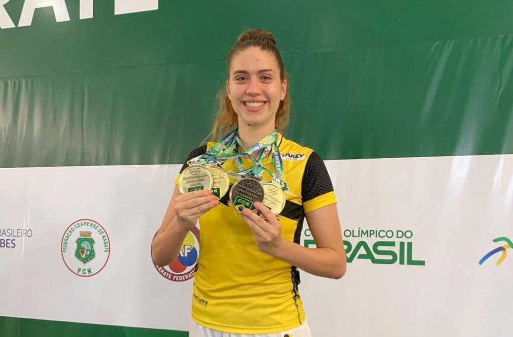 foto de Anna Laura Prezzoti conquista três títulos em Campeonato Brasileiro de Karatê