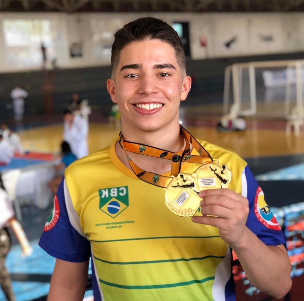 foto de Conrado Almeida conquista títulos em duas categorias no Open de Karatê