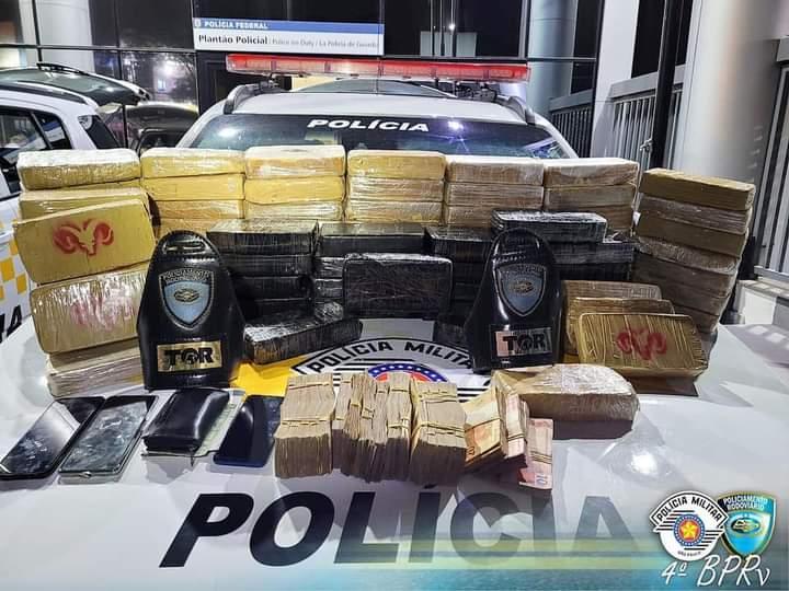 foto de Polícia Militar Rodoviária apreende pasta base de cocaína e R$ 40 mil na Rodovia Dom Pedro I