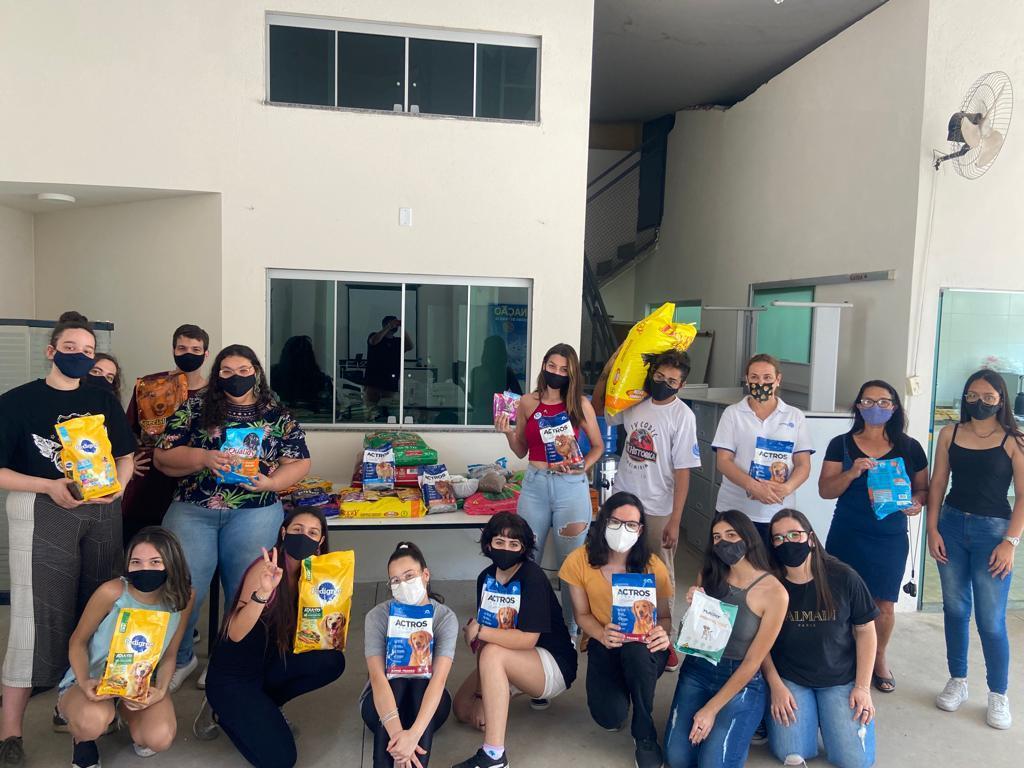 foto de Interact Club de Amparo arrecada ração para Sosafra